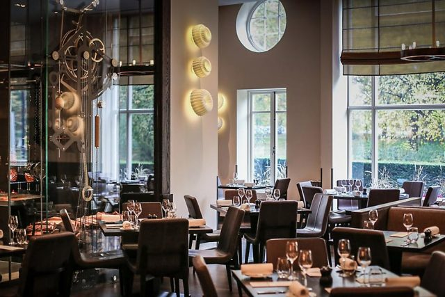 london-restaurants-dinner-main-dining-room-mandarin-oriental
