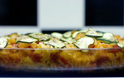 La pasta al forno con zucchine e speck da preparare in anticipo per il cenone di Capodanno