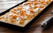 Pizza in teglia, provatela integrale con mozzarella senza lattosio e salmone