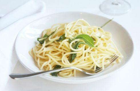 Gli spaghetti con topinambur e zenzero con la ricetta facile