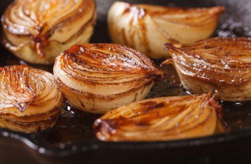 La ricetta delle cipolle glassate al forno
