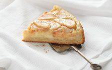 La ricetta della torta di mele con cuore di crema pasticcera
