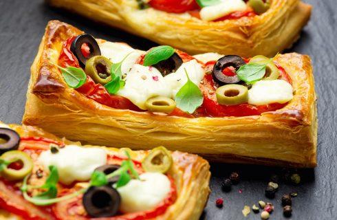 Come fare la pizza con la pasta sfoglia con la ricetta veloce