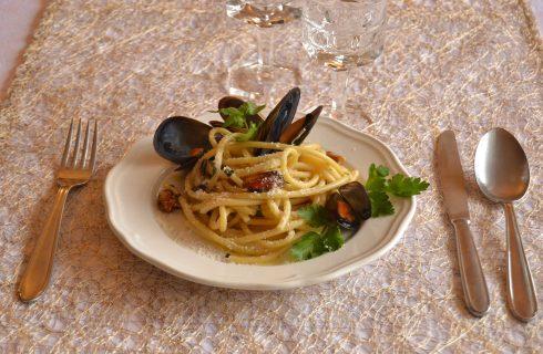 Bucatini con pecorino e cozze fatti con il bimby, primo piatto di mare