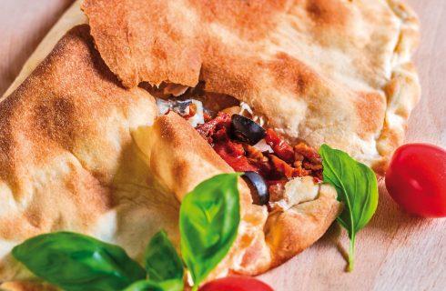 Calzone con pomodoro, tonno e mozzarella da fare con il bimby: pranzo sfizioso