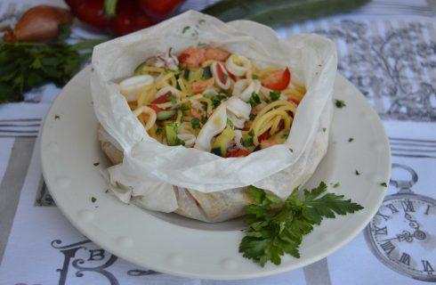Spaghetti al cartoccio con pesce e verdure, preparateli con il bimby