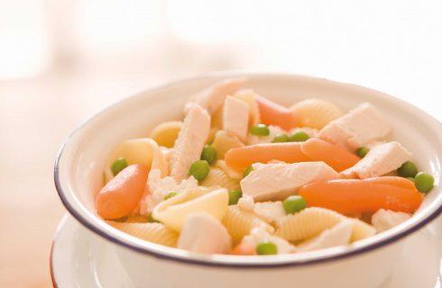 Conchiglie con pollo, carote e piselli con il bimby: perfette per la primavera