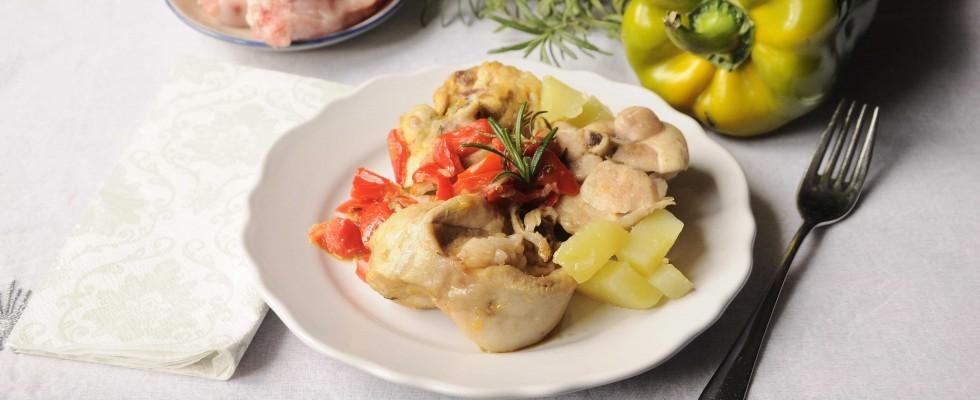 Coniglio con patate e peperoni: secondo completo con il bimby