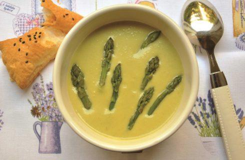 Crema di asparagi al bimby, accompagnatela con crostini di sfoglia