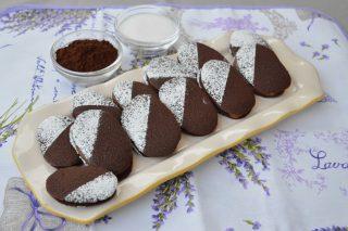 Lingue di gatto al cacao farcite: preparatele con il bimby
