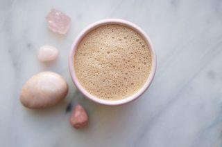 Cos'è il Moon Milk: la bevanda ayurvedica contro stress e insonnia