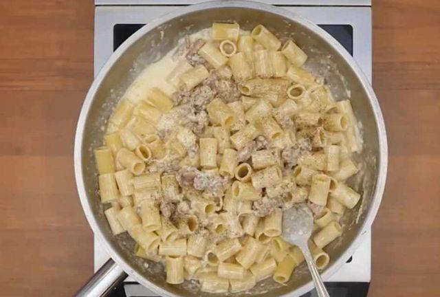 pasta-4-formaggi-e-salsiccia-5