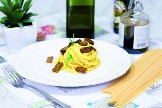 Spaghetti alla carbonara vegan: con seitan affumicato