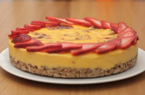 Torta con crema al limone, golosa e scenografica: per San Valentino
