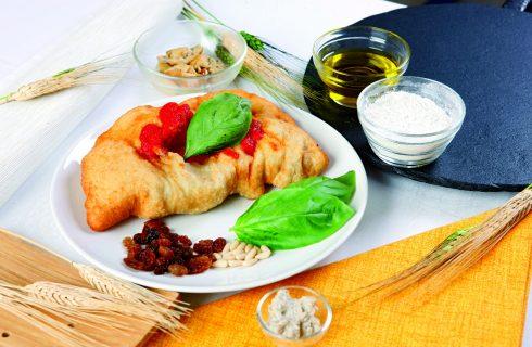 Calzone fritto ripieno di funghi: cucina napoletana