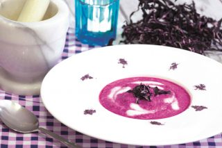Crema di cavolo viola, per i commensali vegani