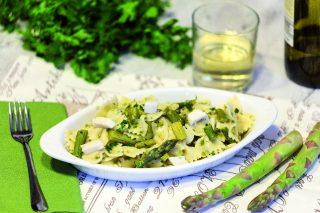 Farfalle agli asparagi e mozzarella: primo primaverile