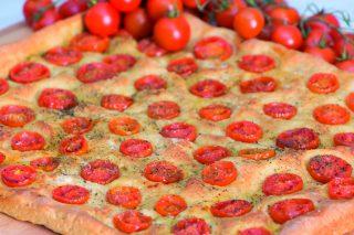 Focaccia ai ciliegini con farina integrale