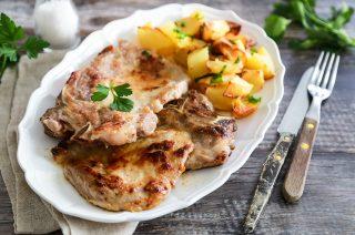 Bistecca di maiale in padella, una ricetta veloce e gustosa
