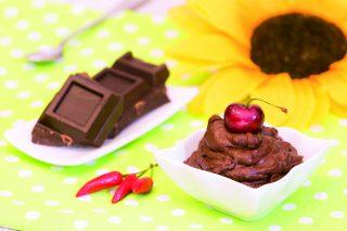 Mousse di cannellini al cioccolato piccante: dolce al cucchiaio insolito