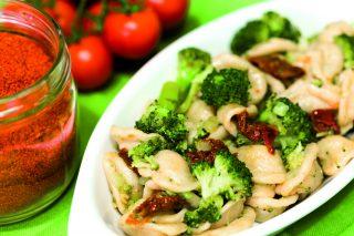 Orecchiette ai broccoli con pomodorini secchi: primo vegano