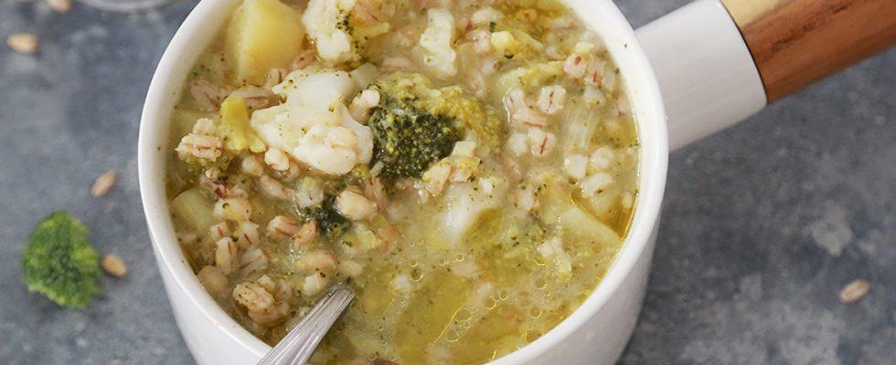 Orzo con verdure invernali: minestra salutare