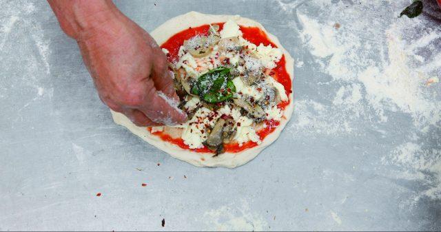 pizza-margherita-con-i-funghi-a1740-3
