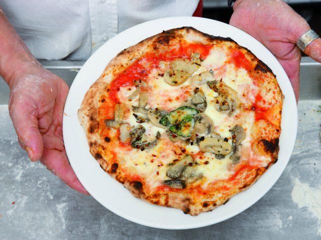 pizza-margherita-con-i-funghi-a1740-4