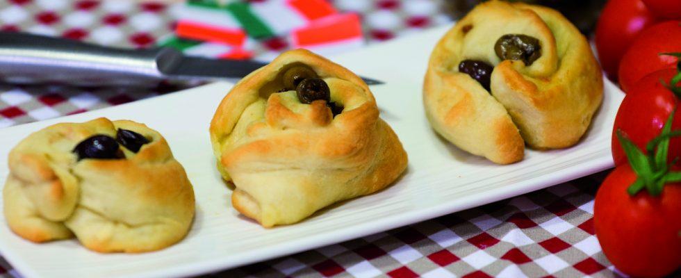 Rosette con pomodori e olive: panini rustici