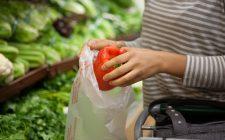 Sacchetti al supermercato: perché pagarli