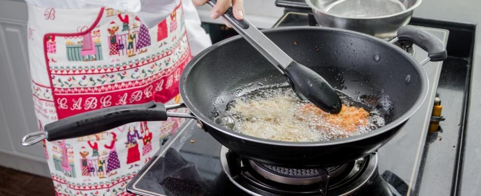 How to: 8 modi per eliminare l'odore di fritto in cucina
