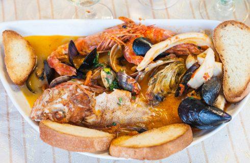 Zuppe di pesce tradizionali: viaggio in 5 regioni d'Italia