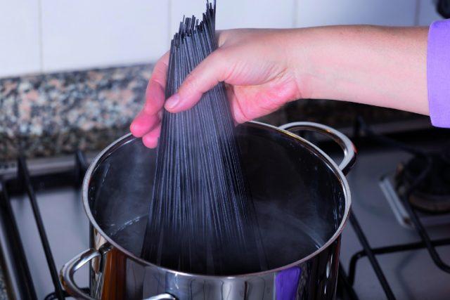 spaghetti-di-riso-con-crema-di-zucchine-a1770-12