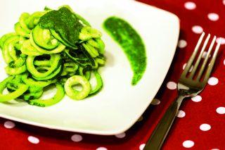 Spaghetti di zucchine al pesto di sedano