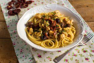 Pasta al sugo di rana pescatrice con olive e origano