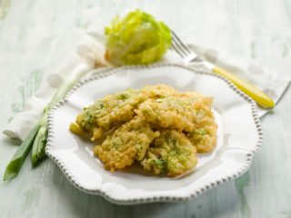 Frittelle di porri e lattuga: finger food vegetariano