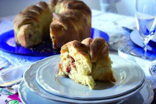 Corona farcita asiago, speck e sesamo, torta salata con il bimby
