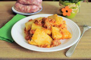 Paccheri al pomodoro con salsicce e rosmarino: fateli con il bimby