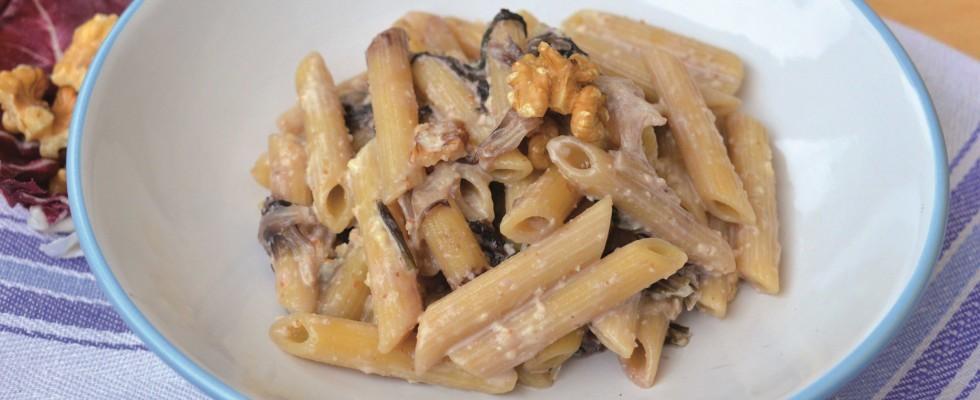 Pennette gorgonzola e radicchio: primo piatto filante da fare con il bimby