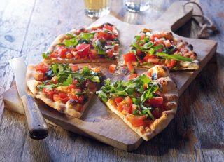 Pizza con pomodori e rucola con pasta madre: preparatela con il bimby