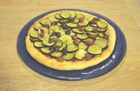 Pizza di kamut con zucchine e olive di Gaeta: da realizzare al bimby