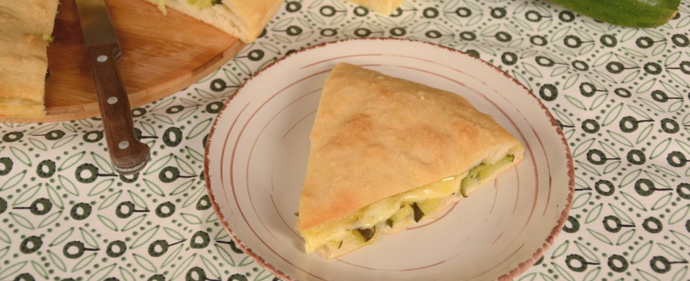 Pizza ripiena alle zucchine e formaggi: si fa con il bimby