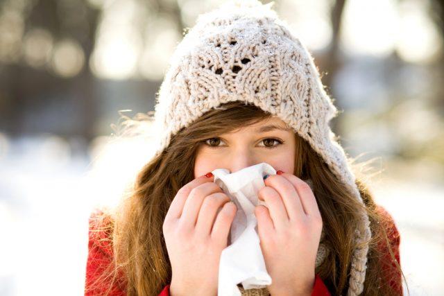 ragazza-con-raffreddore