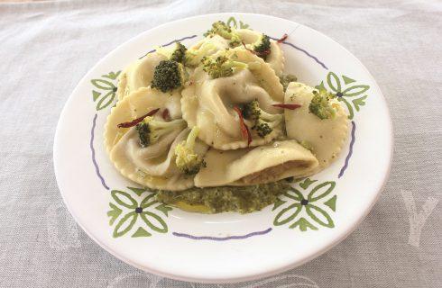 Ravioli salsiccia e patate con crema di broccoli: si preparano con il bimby