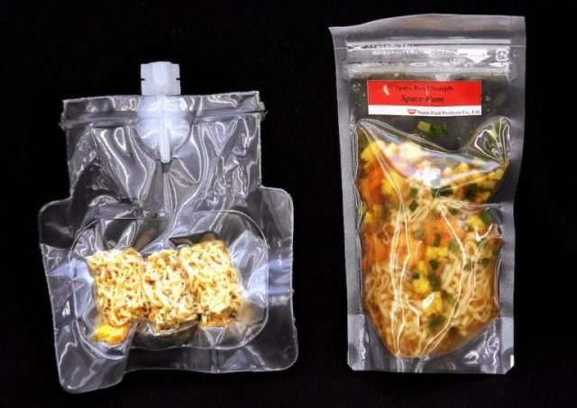 mac-and-cheese-astronauti