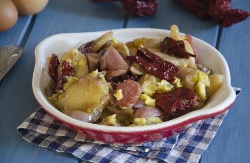 Padellata con patate e salsiccia con lampascioni e peperoni cruschi