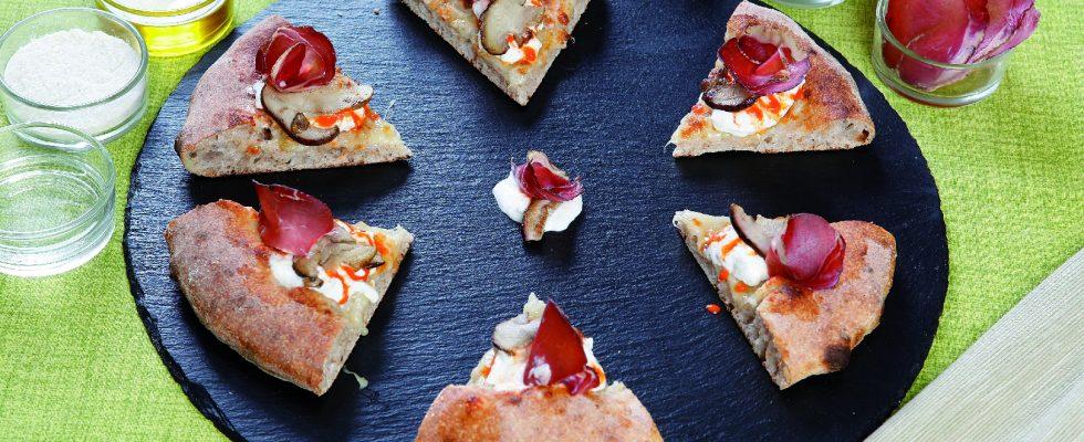 Pizza porcini e prosciutto di cinghiale: profumi intensi