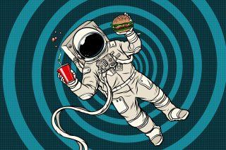 Cibo degli astronauti: 10 piatti che si mangiano in orbita