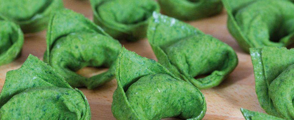 Tortelli verdi vegani con patate, cipolle e anacardi