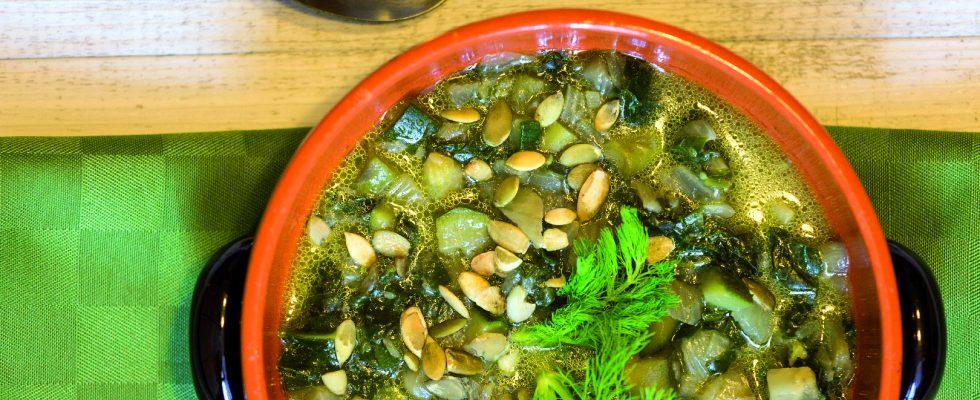Zuppa alla clorofilla: verdure primaverili